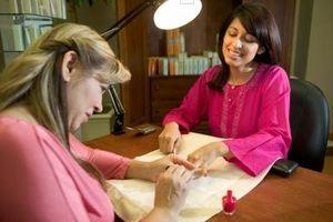 Cómo utilizar Barbicide como Tratamiento de herramientas de uñas