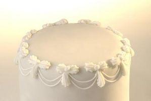Cómo grabar en una pasta de azúcar del pastel de bodas