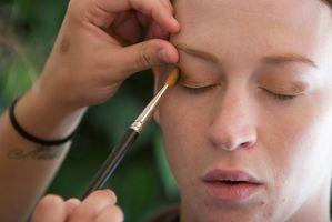 Cómo hacer maquillaje para la piel sensible y Contacto Alergias