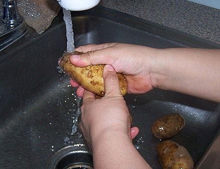 Cómo pelar patatas con un cuchillo de cocina ordinaria