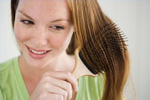 Cómo utilizar productos para el cabello para alisar