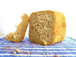 Cómo hacer pan con un fabricante de pan West Bend
