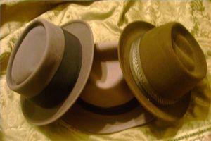 ¿Cómo dar forma a un sombrero de fieltro