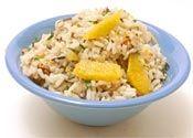 Cómo hacer ensalada de arroz salvaje con nueces y naranjas