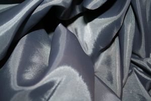 Cómo cuidar de la tela de seda cruda