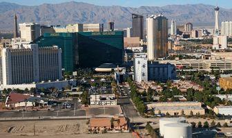 Hoteles en Las Vegas con una piscina tropical