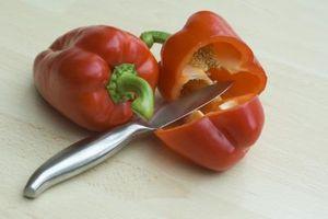 Cómo quitar la piel de la pimienta roja
