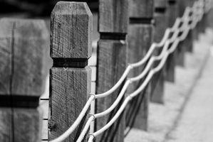 Cómo instalar una cerca Sure-eléctrico del choque del perro