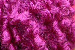 Cómo teñir una peluca rosada con la ayuda de Kool