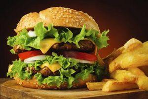 Cómo cocinar hamburguesas en una plancha eléctrica