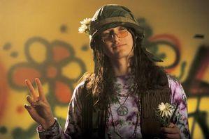 Cómo vestirse como una Hippie con ropa en su armario