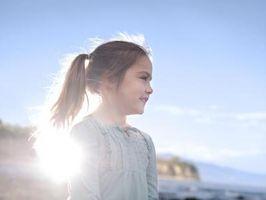 ¿Cómo hacer la cola de caballo de una niña