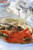 Cómo hacer rollos de salmón ahumados