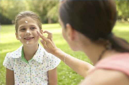 Cómo comprar protector solar para la piel sensible