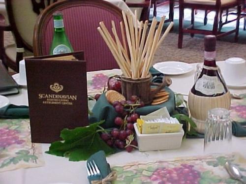 Cómo decorar para una fiesta de cena italiana