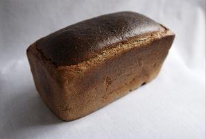 Cómo cocer al horno Pan Con utensilios de cocina de hierro fundido