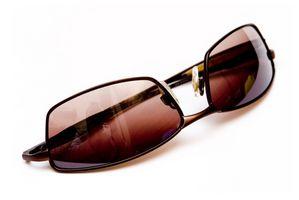 Cómo quitar los arañazos de las gafas de sol de espejo y Sombras