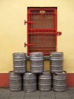 Cómo hacer un barril de cerveza hecha en casa del dispensador
