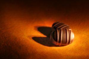 Cómo hacer un regalo de perfume chocolate hecho en casa