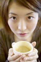Cómo aplicar té a la cara