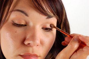 Cómo aplicar maquillaje de ojos ingeniosamente