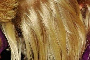 Cómo Raya del pelo para las extensiones