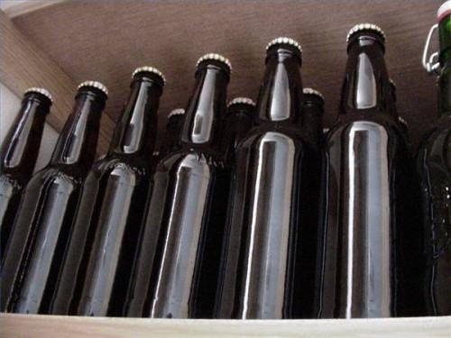 Equipo que hace la cerveza hecha en casa