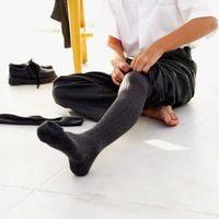 Cómo elegir los calcetines del vestido de los hombres