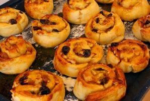 Cómo limpiar al horno-en el alimento Desde las bandejas para hornear