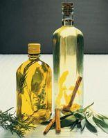 Cómo hacer aceites perfumados con hierbas