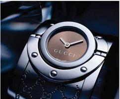 Cómo cambiar una batería de reloj Gucci