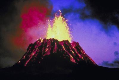 ¿Con qué frecuencia volcanes activos en Hawai Estallan?