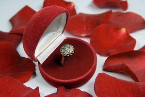Cómo determinar la edad de un anillo de oro