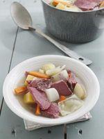 ¿Cómo a la presión Cocine la carne en lata, patatas y zanahorias