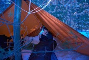 Cómo campamento con una lona