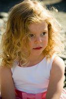 Cortes de pelo largo lindo para los niños
