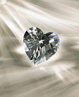 Los anillos de diamante del corazón como la más barata