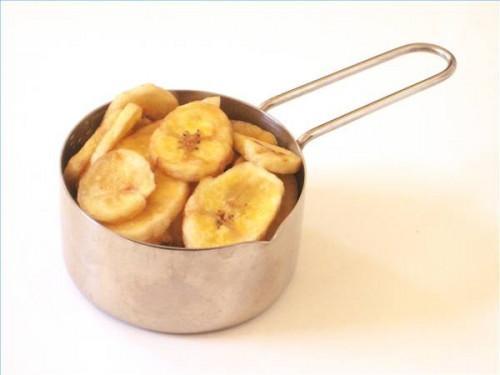 ¿Cuántas calorías hay en 1 plátano de la viruta?