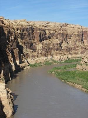 ¿Cuáles son las restricciones de viajes a la presa Hoover?
