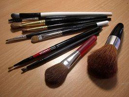 Cómo usar maquillaje en una escuela que no lo permite