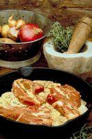¿Qué tipo de queso es mejor cocinar con chuletas de cerdo?