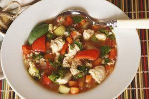 Casa sopa de verduras con jugo V8