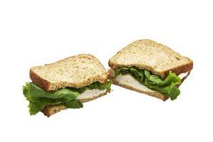 Cómo hacer un sándwich de pavo y queso