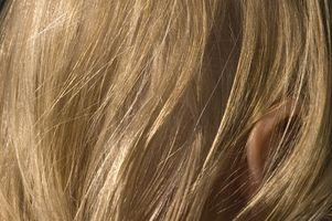 Cómo blanquear el pelo oscuro agregar color más claro