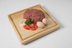 Cómo mezclar la carne de vaca y de cerdo picada