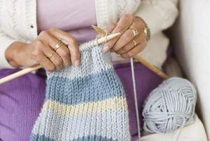 Cómo coser en los brazos de una prenda de punto