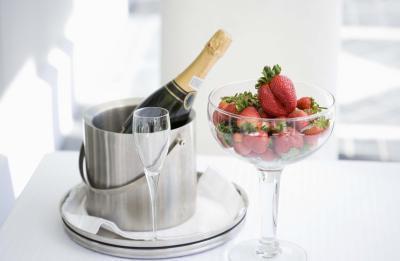 Lo Rellenos Vaya con la torta blanca y la fruta fresca?
