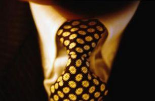 La manera de apretar un nudo de corbata