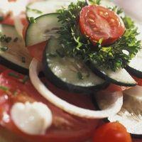 Cómo hacer una ensalada de tomate y pepino