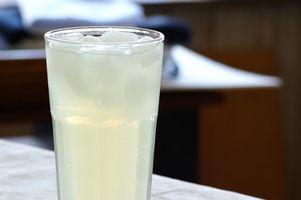 Cómo hacer una bebida alcohólica con sabor a limonada